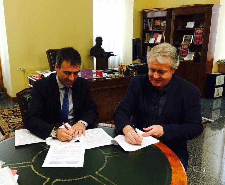 El Ayuntamiento de Eibar y Organizaciones Ciclistas Euskadi han firmado un convenio para la organización de dos etapas de la 57 edición de la Vuelta Ciclista al País Vasco
