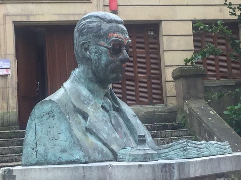 El vandalismo obliga al Ayuntamiento a retirar la escultura ubicada en Toribio Etxebarria
