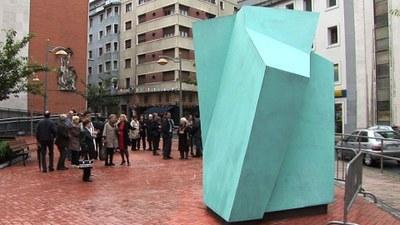 """La escultura """"Txopitea eta Pakea"""" se ubicará en el entorno del nuevo edificio multifuncional y equipamiento cultural 'Errebal Plazia'."""