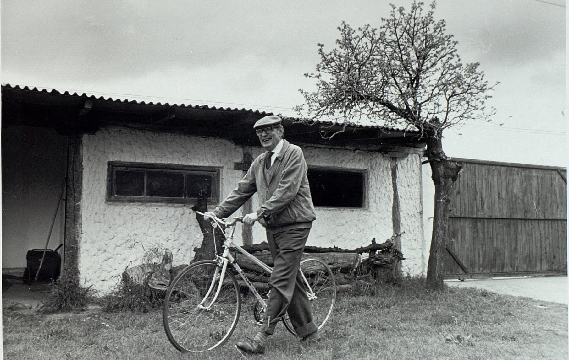 Miguel Delibes y Eibar