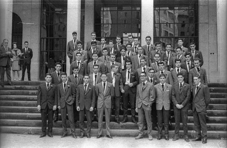 Promoción 1958-1963 de la Escuela Armería. Foto Eli Lacuesta (1962)