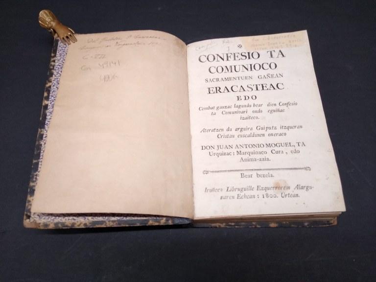 """Portada del libro """"Confesio eta comunioco..."""""""