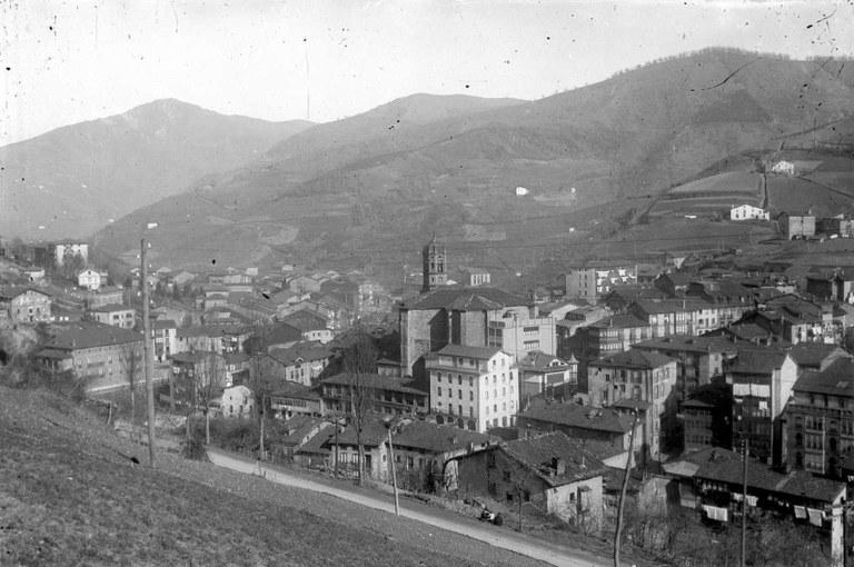 Eibar tiene en la actualidad 27.496 habitantes; 14.180 mujeres y 13.316 hombres