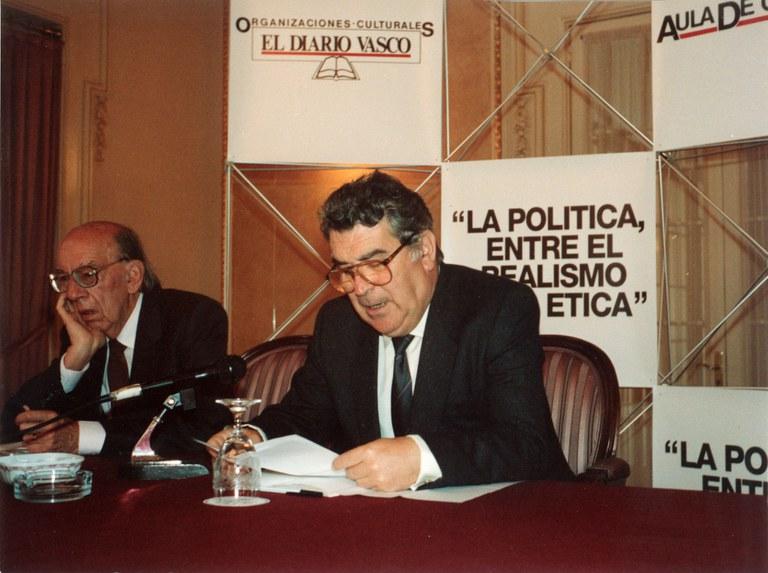 El Archivo Municipal de Eibar ha completado el inventario inicial del fondo documental del filósofo eibarrés José Antonio Antxon Artamendi Muguerza