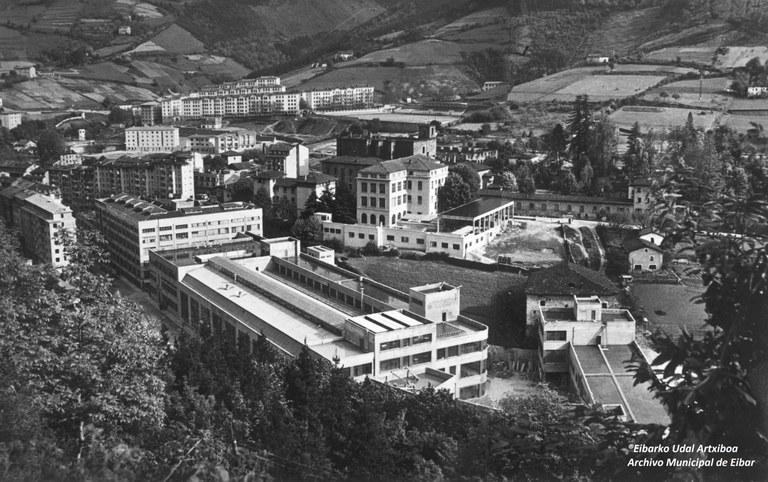 En enero se colocará una gran fotografía en la pared de Legarre 19 para recordar el centenario de la fundación de la fábrica Alfa (1920-2020).