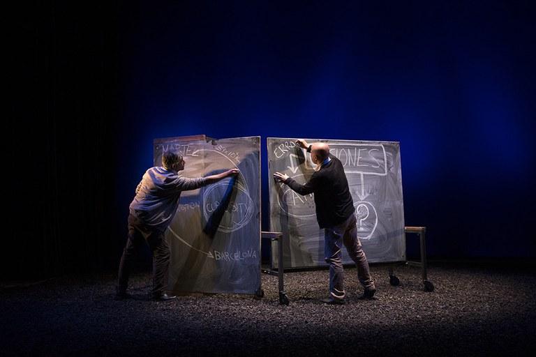 """La compañía Titzina representa hoy martes la obra """"Distancia siete minutos"""" en el Teatro Coliseo"""
