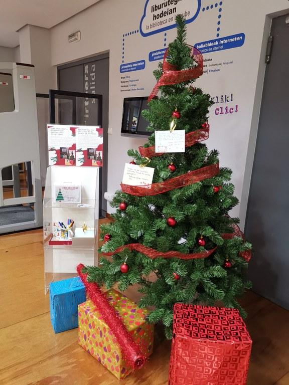 Recomienda tus lecturas en el árbol de Navidad
