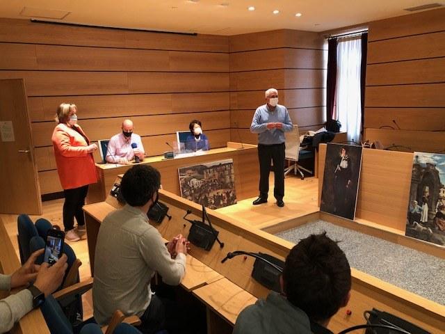 Se ha llevado a cabo la rifa de los 28 cuadros de copias autorizadas de Zuloaga que estuvieron expuestas en varias tiendas de ropa de Eibar