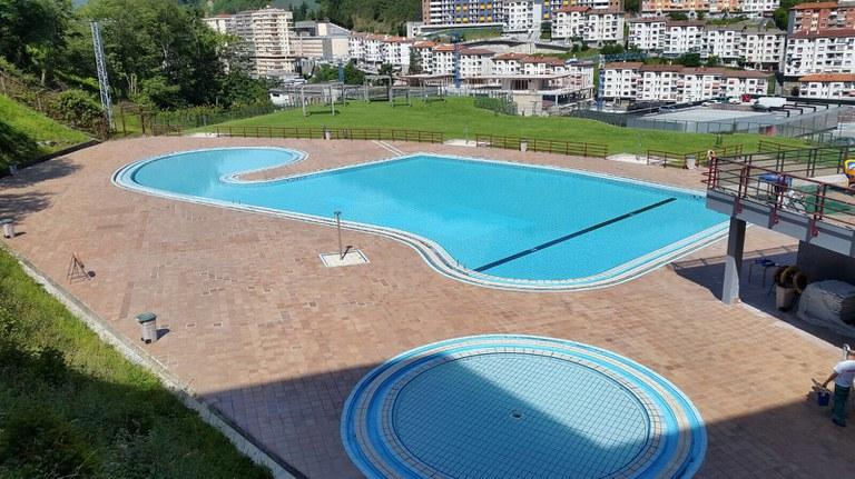 Comienzan las obras de renovación de los vestuarios de las piscinas descubiertas de Ipurua