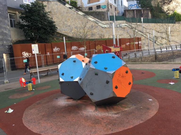 Desde esta semana, se renovarán y modernizarán los parques de juegos infantiles de Egogain y de Urkizu