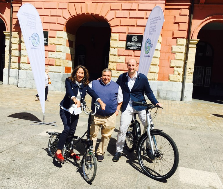 Eibar ofrecerá en junio un cursillo para enseñar a personas adultas a andar en bicicleta