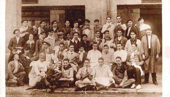 Eibar tiene en la actualidad 27.493 habitantes; 14.168 mujeres y 13.325 hombres