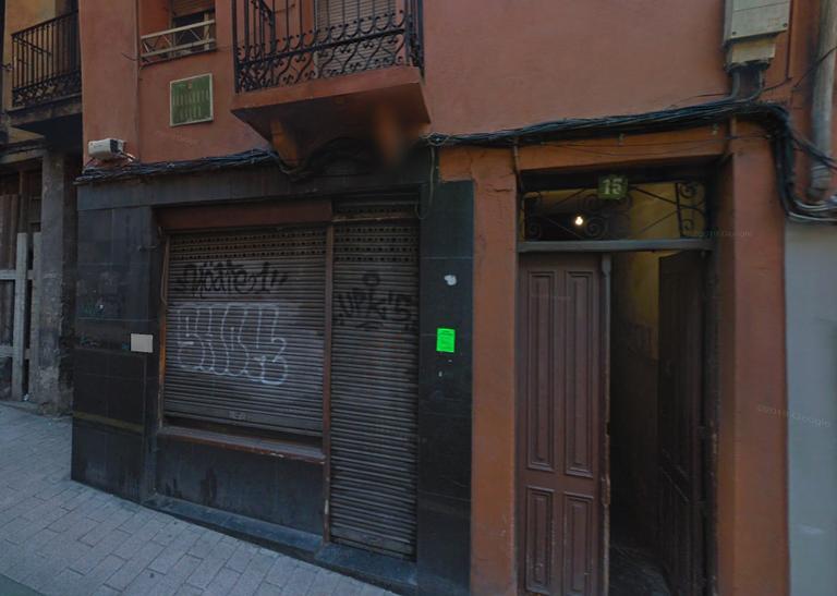 El Alcalde, Miguel de los Toyos, condena los robos ocurridos en las viviendas del edificio número 15 de Arragueta