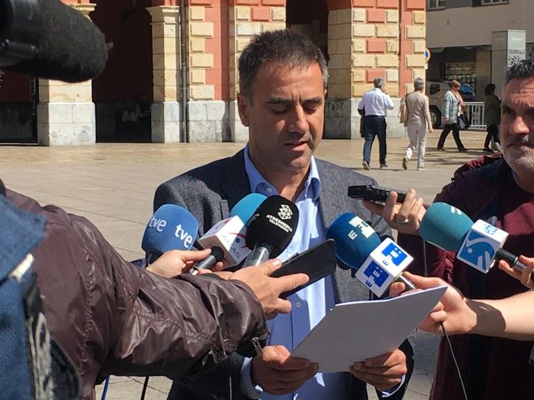 El Ayuntamiento condena los asesinatos de una mujer eibarresa y su hijo ocurridos en Madrid