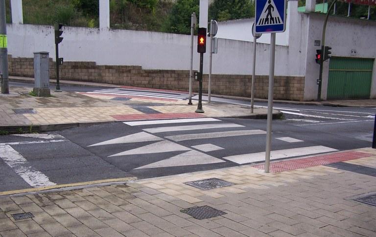 El Ayuntamiento construirá este año otra veintena de pasos de peatones sobreelevados