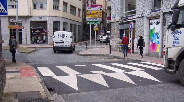 El Ayuntamiento de Eibar avanza en la construcción de nuevos pasos peatonales sobreelevados en la ciudad con cinco actuaciones