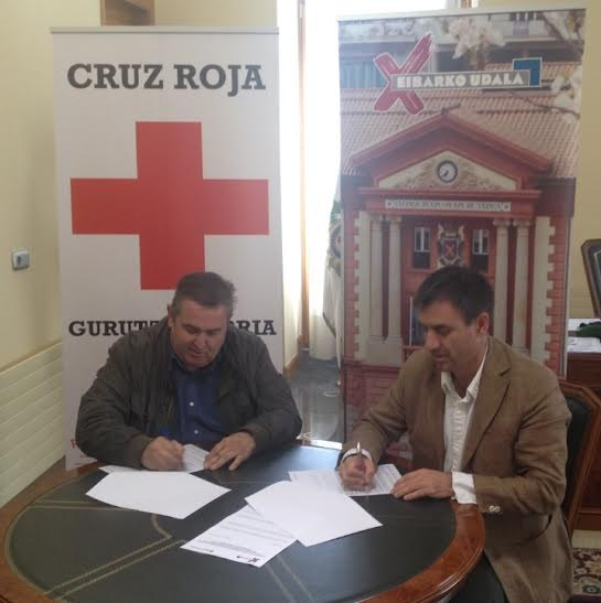 El Ayuntamiento de Eibar cede a Cruz Roja Eibar-Ermua tres viviendas en Amaña para la acogida de un total de 18 personas refugiadas