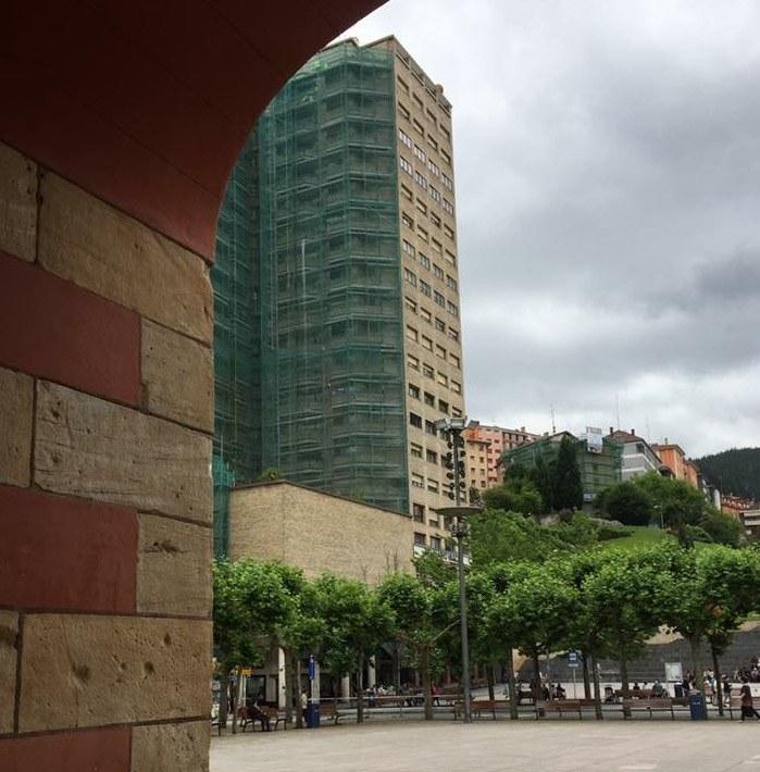 El Ayuntamiento de Eibar convoca de nuevo ayudas a las comunidades de vecinos/as para restaurar fachadas y/o para instalar y sustituir ascensores