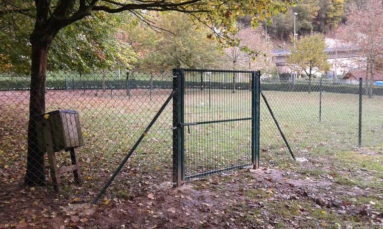 El Ayuntamiento de Eibar crea un espacio para esparcimiento de perros en el parque de Itzio