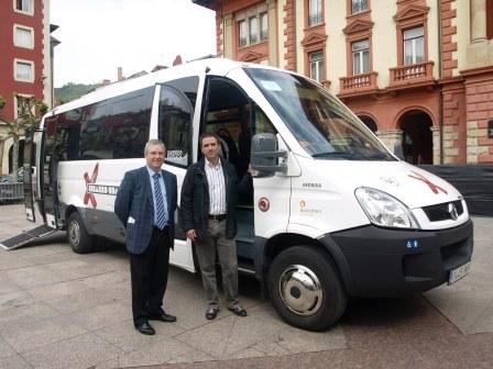 El Ayuntamiento de Eibar y Euskotren presentan la nueva unidad que completa la flota de Udalbus