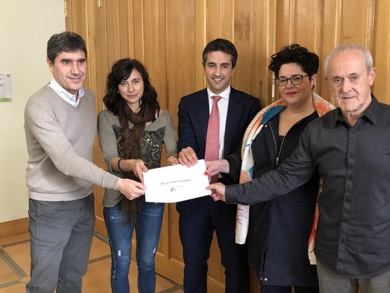 El Ayuntamiento de Eibar y la Asociación de Armeria Eskola han presentado las becas Cruz Irasuegi