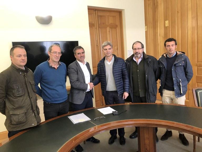 El Ayuntamiento de Eibar y la UTE Iza Campezo firman el contrato que da luz verde al inicio de las obras de Errebal