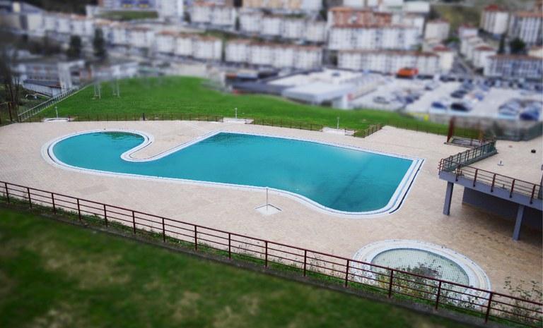 El Ayuntamiento invierte 247.000 euros en la reforma de los vestuarios de las piscinas descubiertas de Ipurua