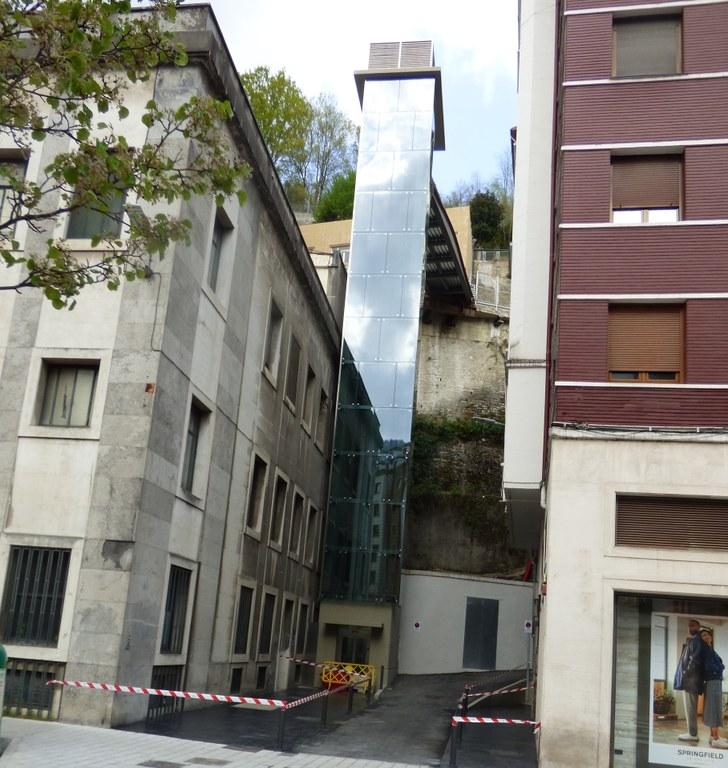 El jueves entra en funcionamiento el nuevo ascensor entre la calle San Juan y el barrio de Jardiñeta