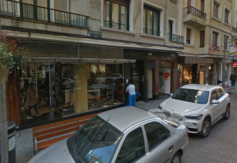 Comercios de la calle Toribio Etxebarria.