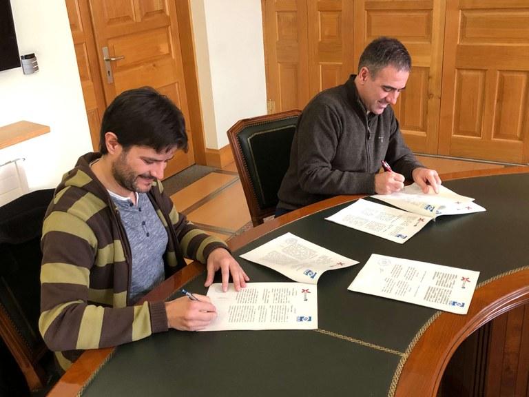 Firmado el convenio de colaboración entre el Ayuntamiento y la Sociedad Española de Astronomía para la convocatoria de los Premios Javier Gorosabel y la organización de Jornadas Astronómicas en Eibar
