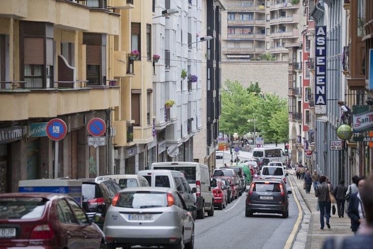 La acera derecha de Isasi, en sentido descendente, se renovará para darle más anchura y favorecer la movilidad peatonal