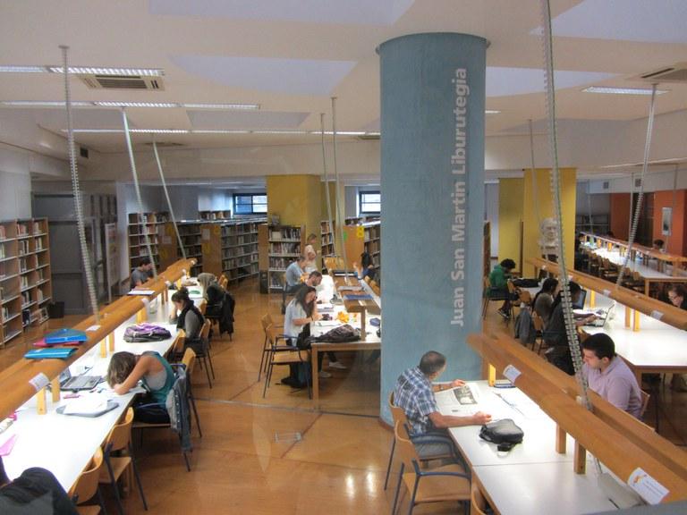 La Biblioteca municipal saca buena nota en una encuesta pasada en el mes de junio