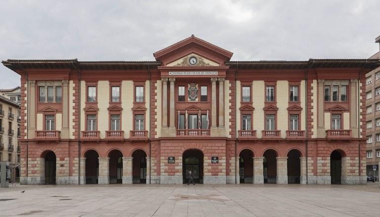 Los grupos municipales Eibarko EH-Bildu, Eibarko EAJ-PNV e Irabazi-Ganemos Eibar firman una moción a favor del referéndum de Catalunya
