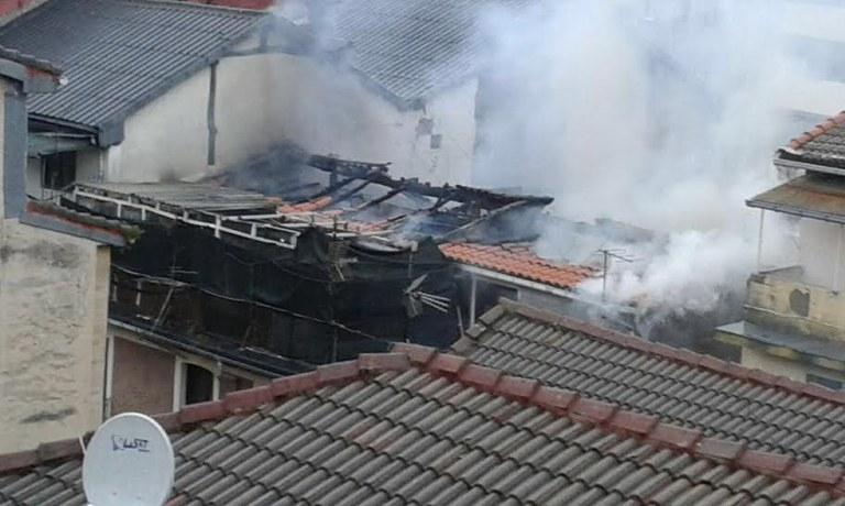 Los vecinos del inmueble número 19 de Arragueta han vuelto a sus casas tras el incendio originado hoy jueves en el edificio número 21
