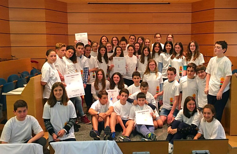 """Moguel Isasi, vencedor del concurso de camisetas del programa """"Aulas sin humo"""""""