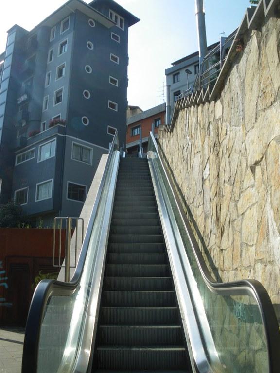 Reemplazo de las cadenas de las escaleras mecánicas  y reparación de las rampas de San Kristobal