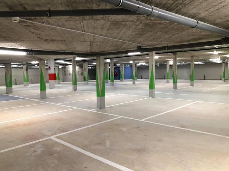 'Errebal Plazia' eraikineko -2 solairuan kokatuta dauden emakidako garajeak.