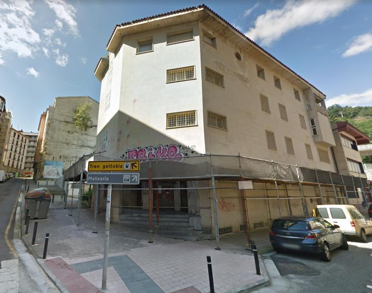Bittor Sarasketa kaleko epaitegi zaharreko eraikina.