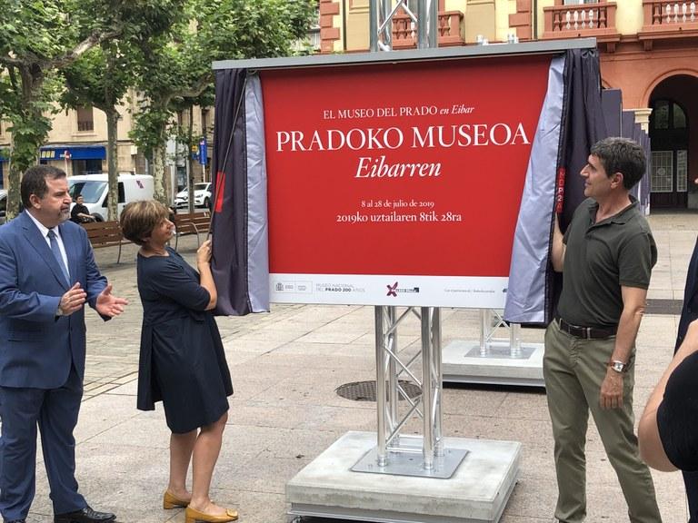 Pradoko Museoko bildumaren berrogeita hamar obraren argazkiak jarri dira kalean